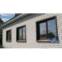 окна с откосами из коричневого металла