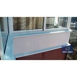 вид с балкона окна с белыми отливами