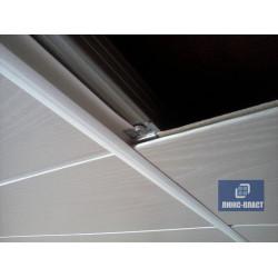 монтаж соединителя панелей на потолке